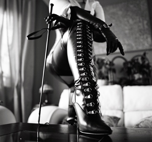 Domina_Boots_ART