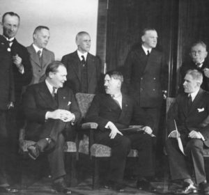 Bundesarchiv_Bild_183-H28422,_Reichskabinett_Adolf_Hitler